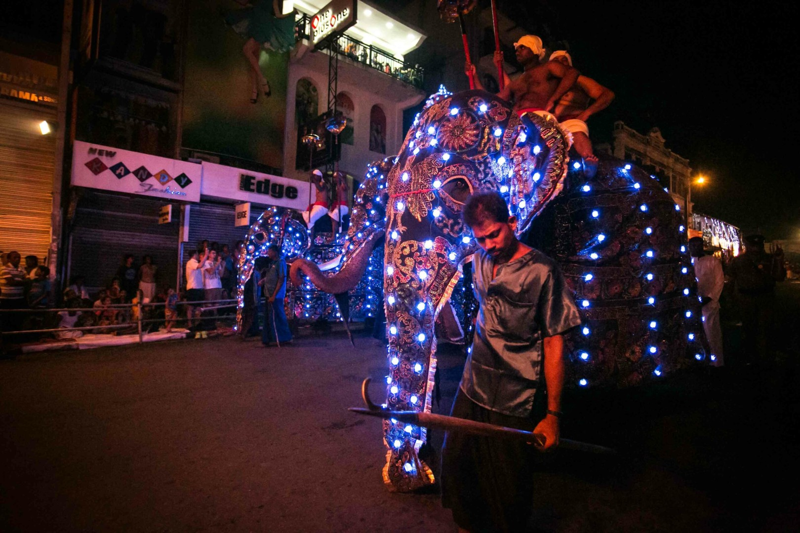 Kandy, Sri Lanka, 2016. Esala Perahera, the biggest buddhist Festival of Asia. © Flavia Scalambretti